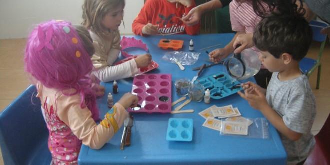 Taller de jabones en Escuela Las Ardillas